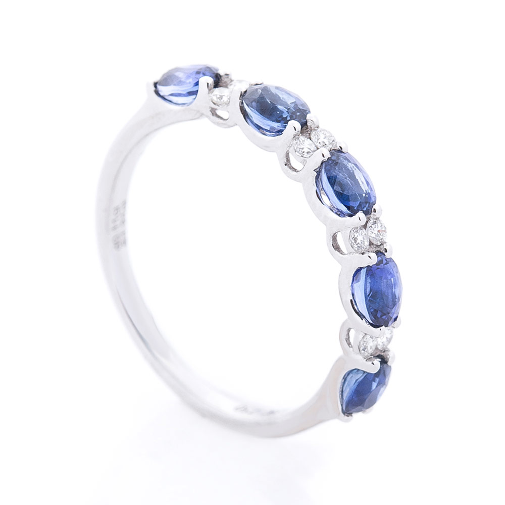 Золотое кольцо в белом цвете с сапфирами и бриллиантами 000116500