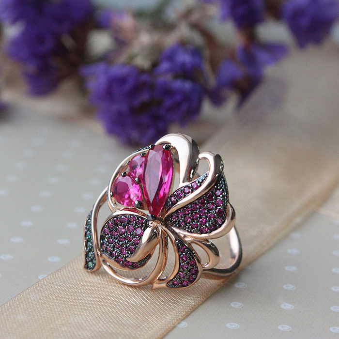 Купить золотое кольцо сказочный цветок с рубинами и разноцветными ...
