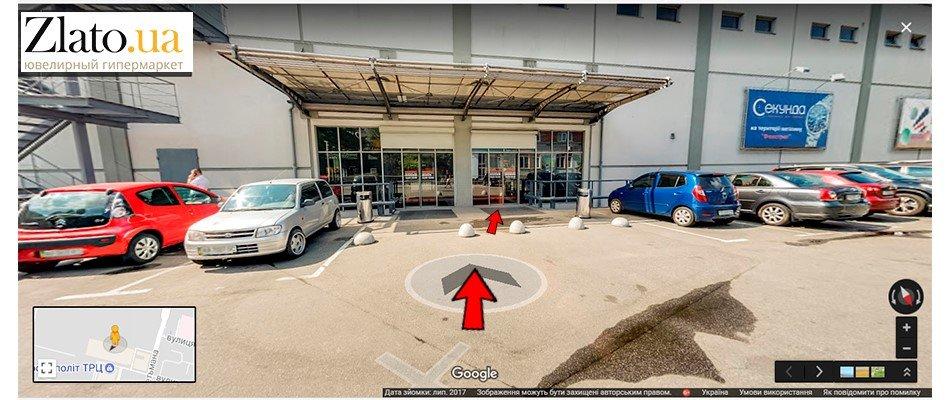 Вход в ТРЦ Космополит с парковки