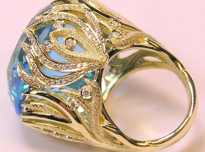 Золоте кільце с золотим каменем