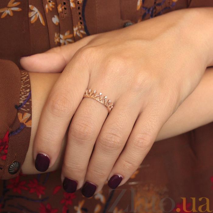 66c125dd1d93 ... Золотое кольцо-корона Сердце королевы с ажурной шинкой и фианитами  000079932 ...